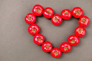 pomodori disposti a cuore