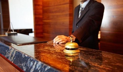 sicurezza negli alberghi-addetti-reception